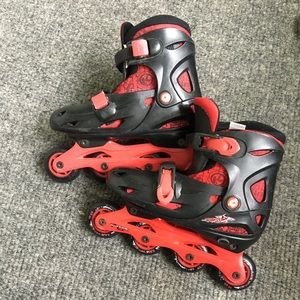 Boys krypton is adjustable size 1-4 good condition